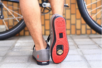 bike shoes red | guide to cycling pedals and shoes